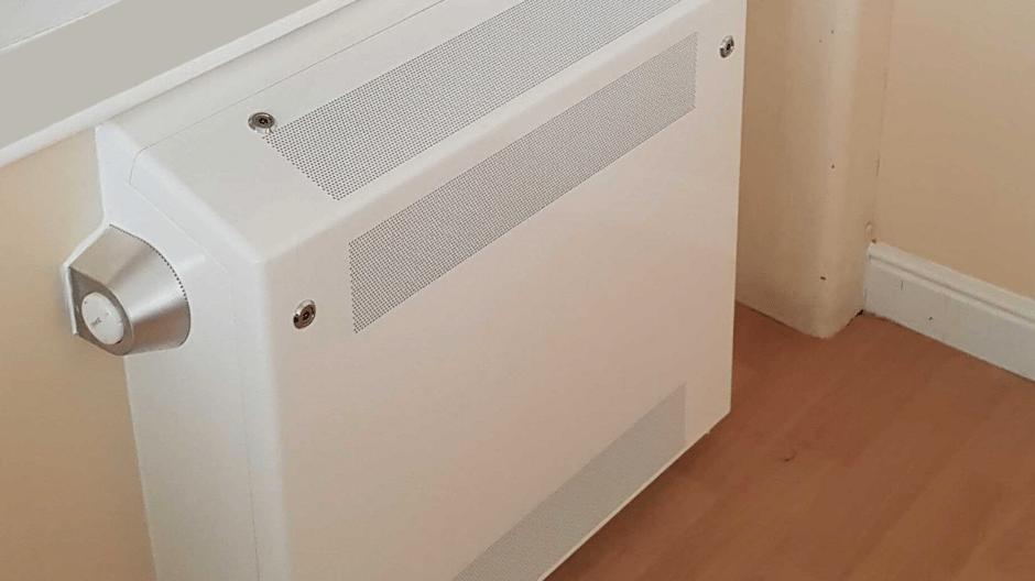 Flat tip floor mounted anti-ligature radiator